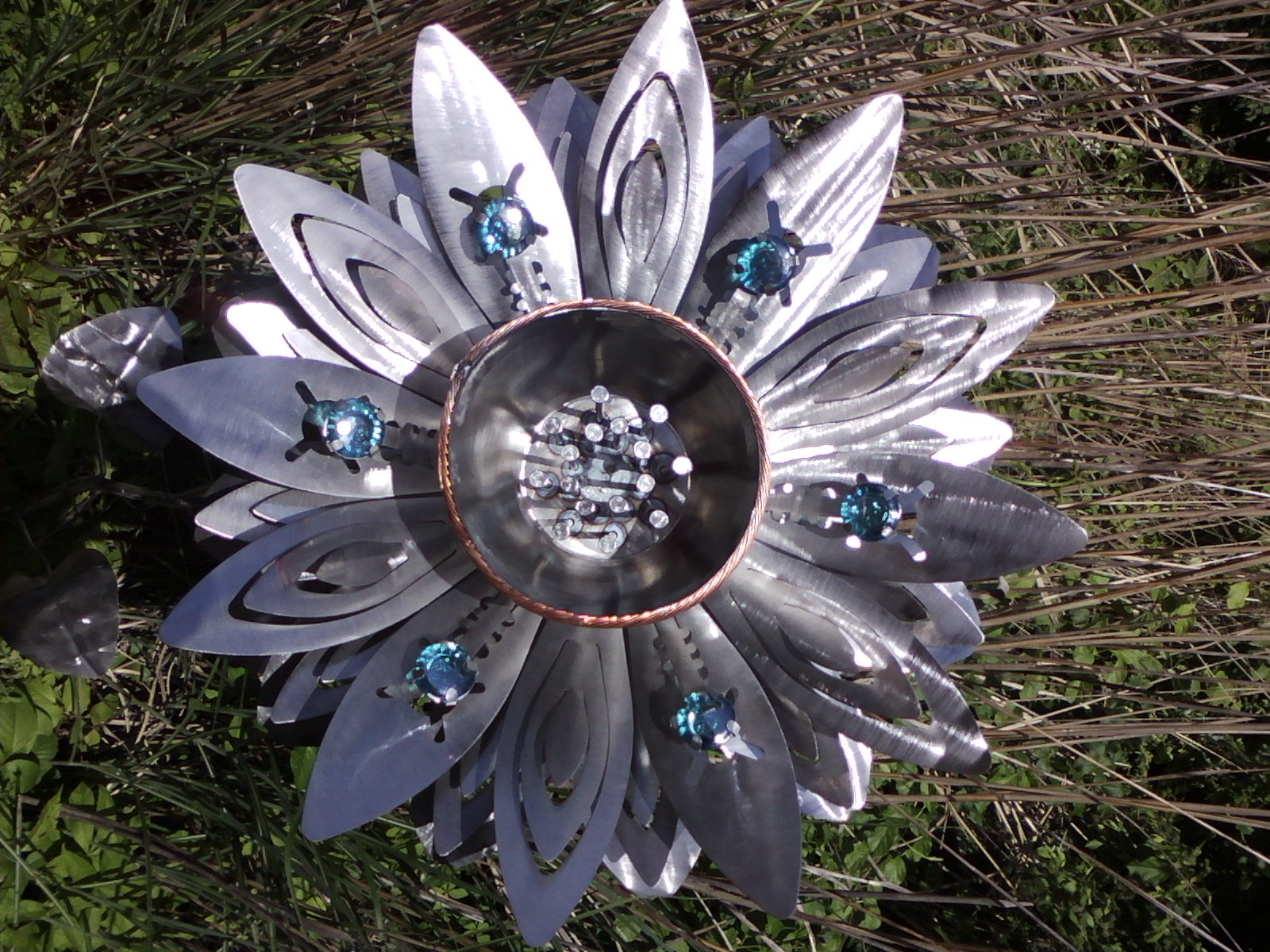 Galería de Arte de Asheville | Artesanías de montaña contemporánea | Montaña MadeKick Invierno a la Curb - Whimsical Garden & amp; Metal Yard Art de Mike Cowan - Galería de Arte de Asheville | Artesanías de montaña contemporánea | Montaña hecha